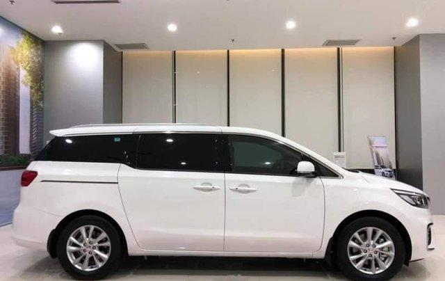 Cần bán Kia Sedona Deluxe đời 2019, màu trắng0
