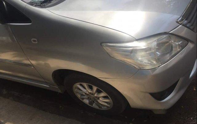 Cần bán gấp Toyota Innova 2.0 đời 2013, màu bạc, xe gia đình3