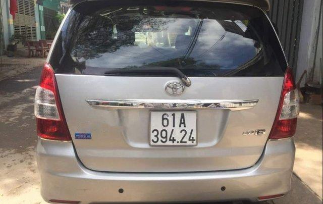 Cần bán gấp Toyota Innova 2.0 đời 2013, màu bạc, xe gia đình1