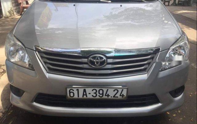 Cần bán gấp Toyota Innova 2.0 đời 2013, màu bạc, xe gia đình0