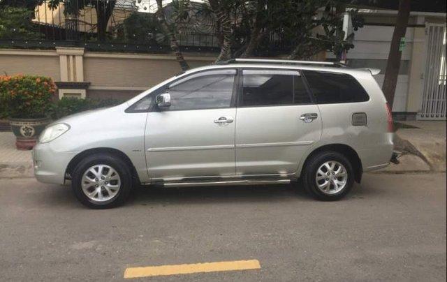 Cần bán lại xe Toyota Innova MT năm 2008, xe gia đình sử dụng còn rất mới ít đi2