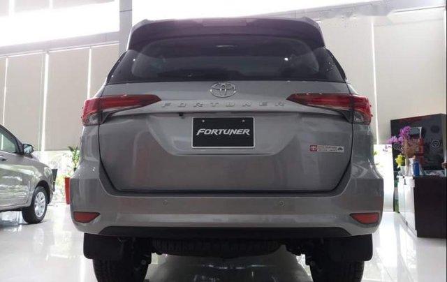 Bán Toyota Fortuner đời 2019, màu bạc3
