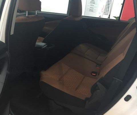 Bán ô tô Toyota Innova 2.0E MT 2019, màu trắng  4