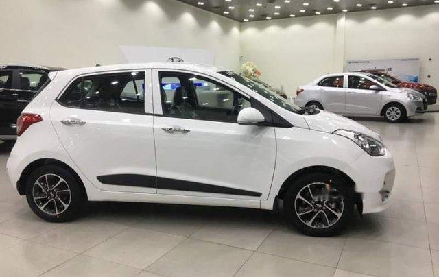 Bán ô tô Hyundai Grand i10 2019, màu trắng, xe có sẵn giao ngay trong tháng 0