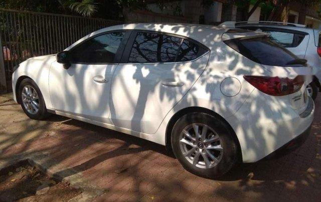 Cần bán gấp Mazda 3 HB đời 2016, màu trắng, đăng ký lần đầu 20163