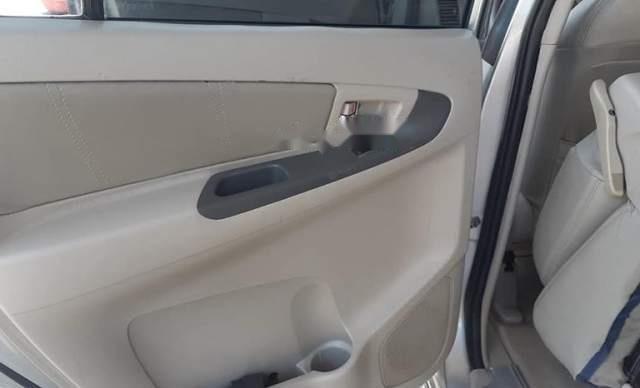 Cần bán gấp Toyota Innova đời 2013, xe nhà ít sử dụng1