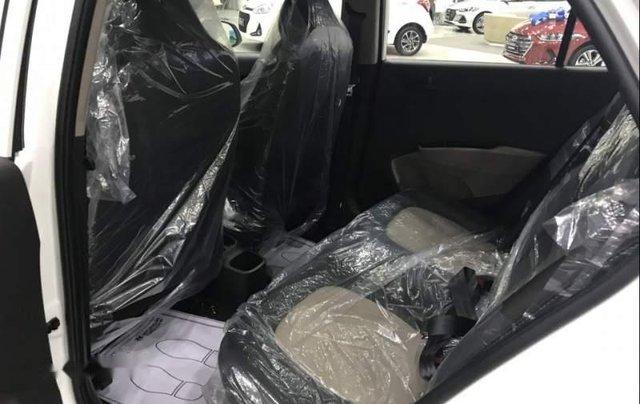 Bán ô tô Hyundai Grand i10 2019, màu trắng, xe có sẵn giao ngay trong tháng 3