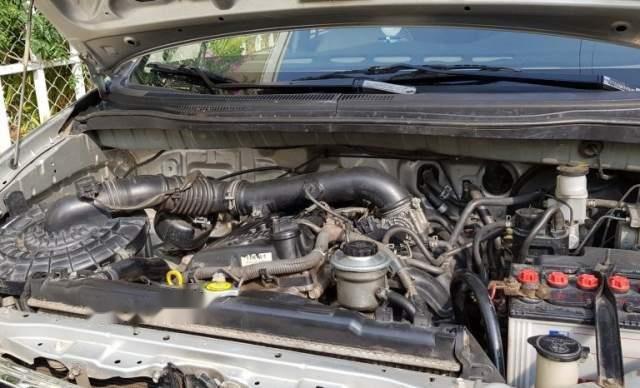 Bán xe Toyota Innova sản xuất 2010, màu bạc, xe gia đình, không cấn đụng ngập nước3