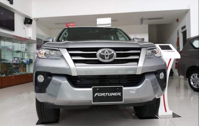 Bán Toyota Fortuner đời 2019, màu bạc1