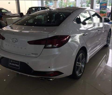 Cần bán xe Hyundai Elantra năm sản xuất 2019, màu trắng 1