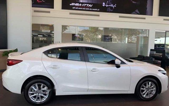 Bán Mazda 3 1.5L SD 2019, màu trắng, động cơ Skyactiv mạnh mẽ và tiết kiệm nhiên liệu2