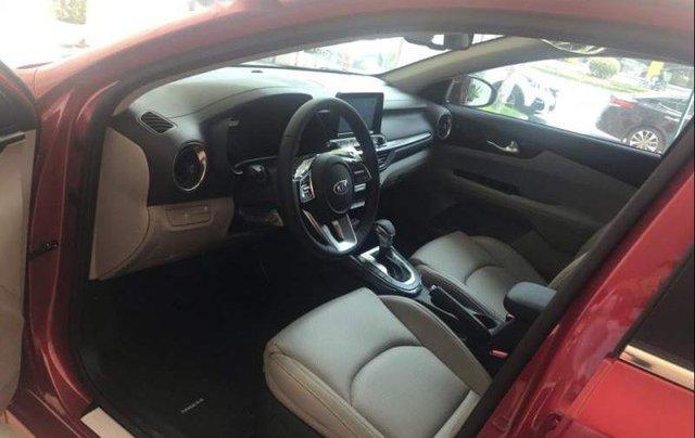 Bán xe Kia Cerato MT năm sản xuất 2019, màu đỏ, 559 triệu2