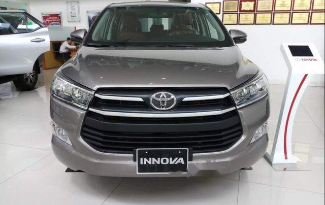 Bán Toyota Innova E đời 2019, màu nâu, mới 100%0