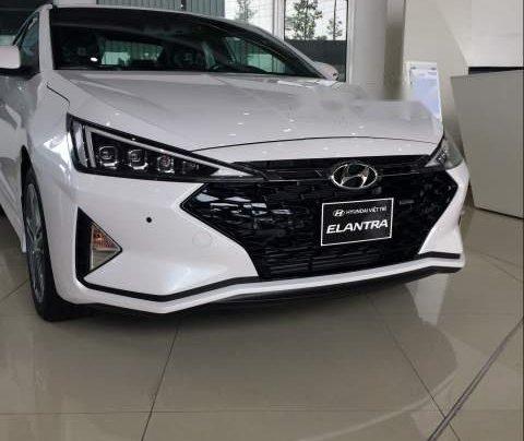 Cần bán xe Hyundai Elantra năm sản xuất 2019, màu trắng 0