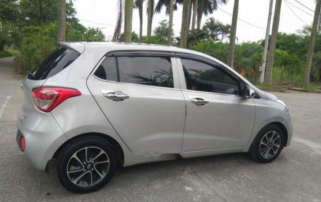 Cần bán Hyundai Grand i10 MT đời 2017, màu bạc, nhập khẩu, xe gia đình sử dụng từ mới3