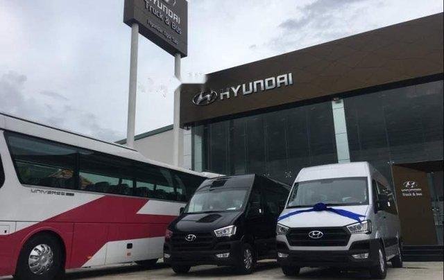Bán Hyundai Solati 2019 bạc có sẵn giao ngay, kèm quà tặng1