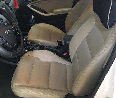 Cần bán gấp Kia Cerato năm 2017, màu trắng, xe mới nguyên không trầy xước5