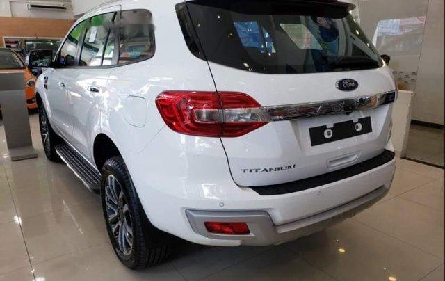 Bán xe Ford Everest Titanium 2019, nhập khẩu nguyên chiếc, có xe giao ngay1