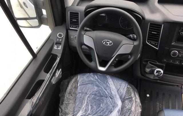 Bán Hyundai Solati 2019 bạc có sẵn giao ngay, kèm quà tặng3