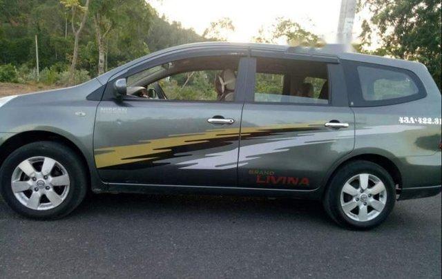 Cần bán gấp Nissan Grand Livina đời 2010, nhập khẩu, xe còn mới0