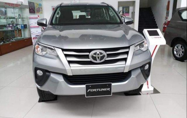 Bán Toyota Fortuner đời 2019, màu bạc0