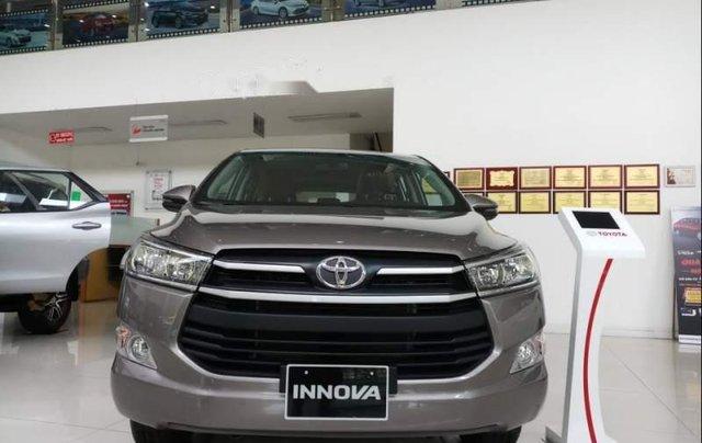 Bán Toyota Innova E đời 2019, màu nâu, mới 100%1