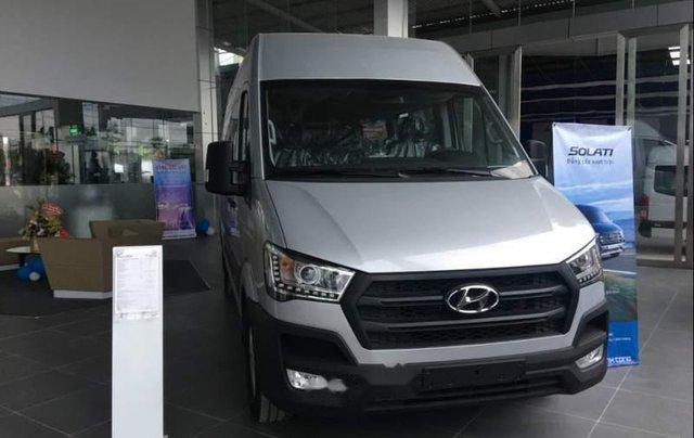 Bán Hyundai Solati 2019 bạc có sẵn giao ngay, kèm quà tặng0