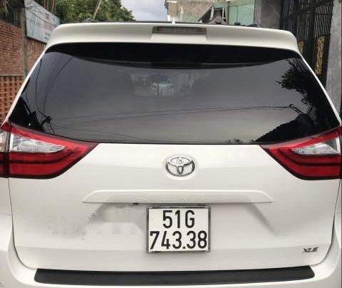 Cần bán Toyota Sienna đời 2013, màu trắng, full đồ chơi1