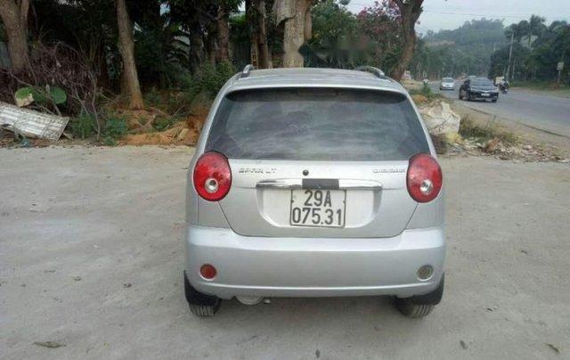 Cần bán xe Chevrolet Spark năm 2011, màu bạc, xe đẹp1