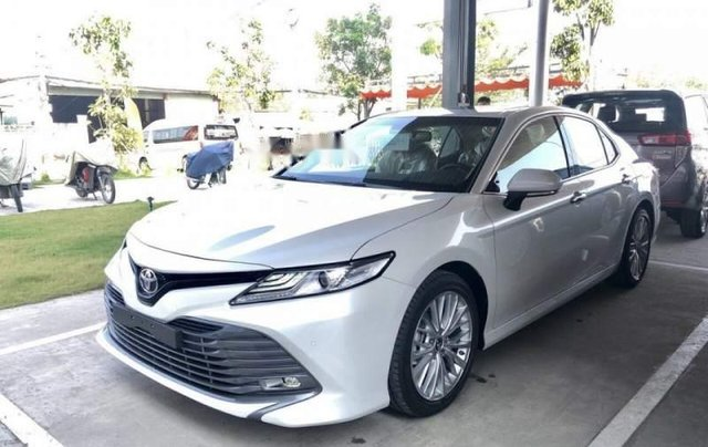 Bán Toyota Camry đời 2019, màu trắng, xe nhập2