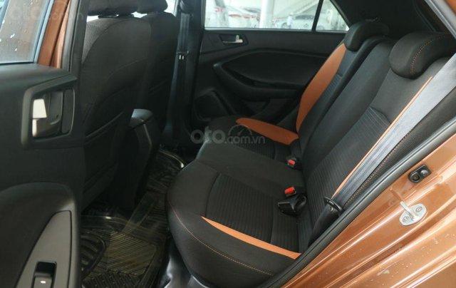 Cần bán xe Hyundai i20 Active năm sản xuất 2015, màu nâu, nhập khẩu nguyên chiếc giá cạnh tranh7