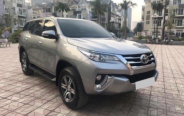 Xe Toyota Fortuner sản xuất năm 2018, màu bạc xe gia đình1