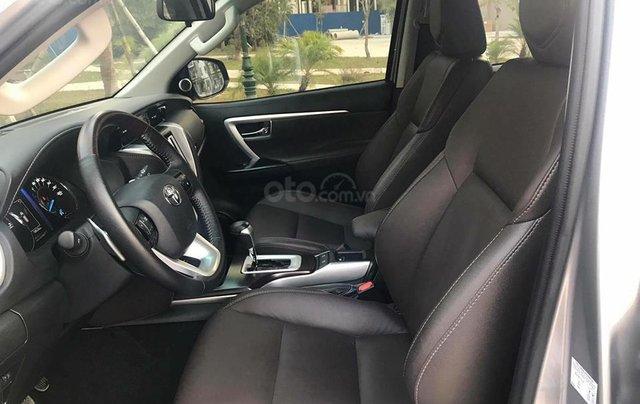 Xe Toyota Fortuner sản xuất năm 2018, màu bạc xe gia đình5
