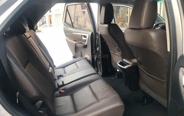 Xe Toyota Fortuner sản xuất năm 2018, màu bạc xe gia đình6