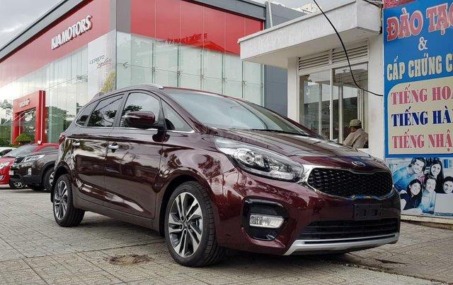 Cần bán xe Kia Rondo GAT đời 2019, màu nâu, 669 triệu0