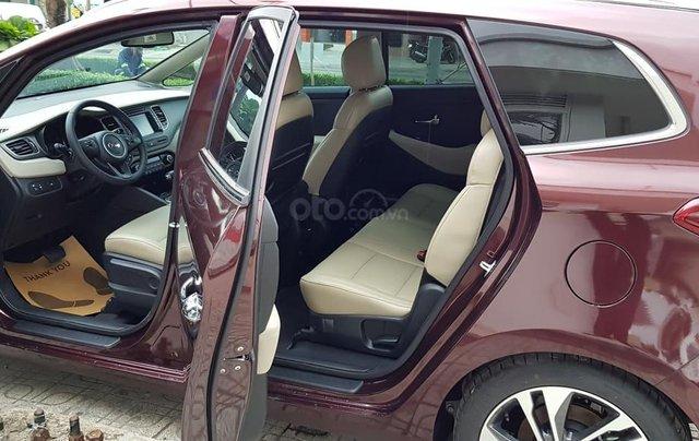 Cần bán xe Kia Rondo GAT đời 2019, màu nâu, 669 triệu7