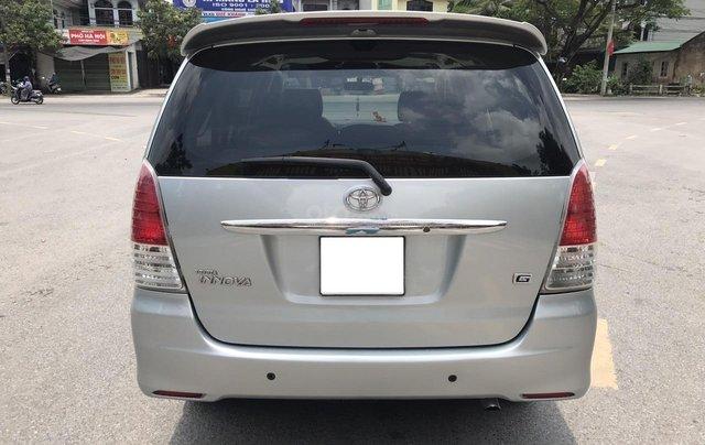 Cần bán Toyota Innova G năm 2011, màu bạc. Xe thuộc loại xuất sắc23