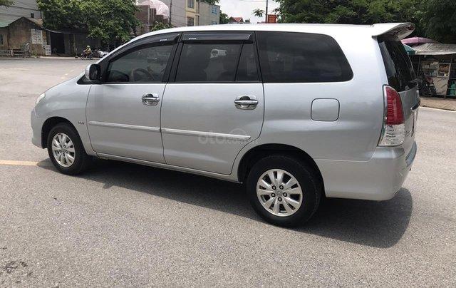 Cần bán Toyota Innova G năm 2011, màu bạc. Xe thuộc loại xuất sắc2