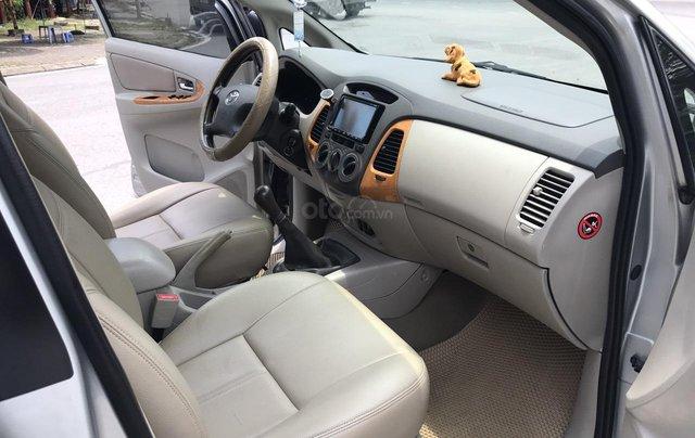 Cần bán Toyota Innova G năm 2011, màu bạc. Xe thuộc loại xuất sắc6