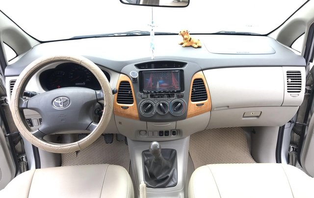 Cần bán Toyota Innova G năm 2011, màu bạc. Xe thuộc loại xuất sắc4