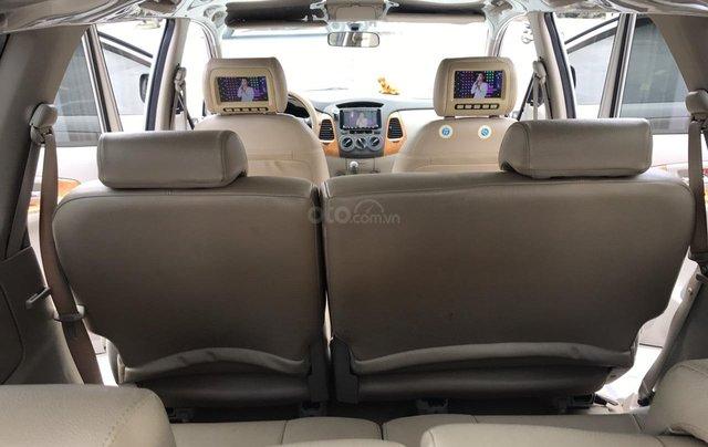 Cần bán Toyota Innova G năm 2011, màu bạc. Xe thuộc loại xuất sắc21