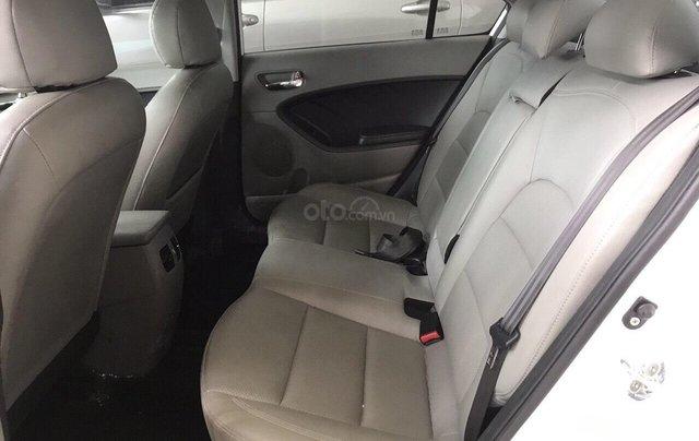 Bán Kia K3 1.6AT, màu trắng, 2016, biển SG, xe gia đình đi5