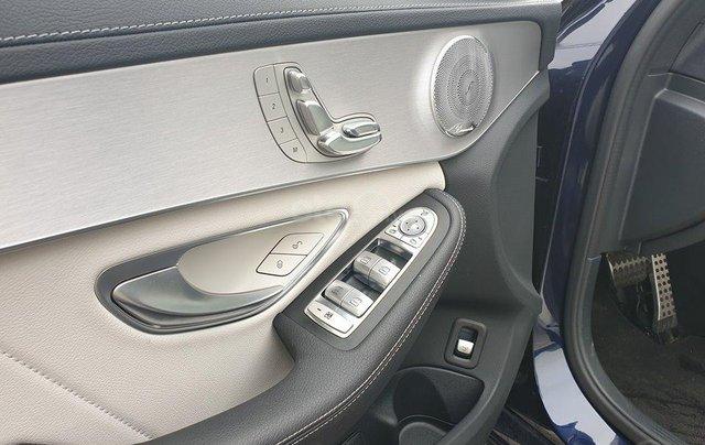 Bán Mercedes C300 AMG sx 2018, xanh đen cực kỳ sang trọng8