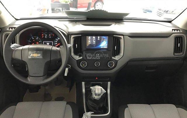 Bán Chevrolet Colorado 4x2 AT năm 2019, màu bạc, nhập khẩu6