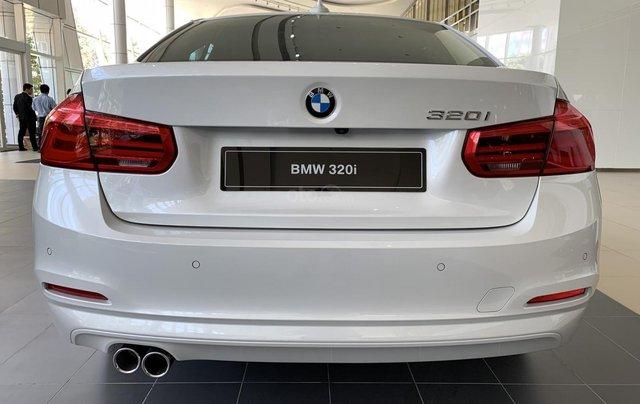 BMW 320i tặng 100% phí trước bạ, trả trước 20% nhận xe chỉ với 350 triệu, Hotline PKD - 0908 526 72710