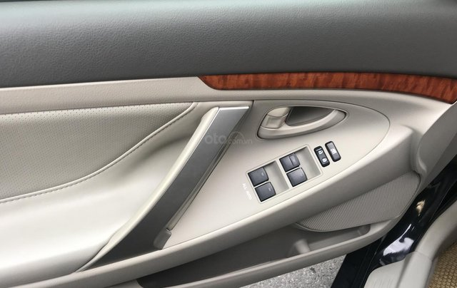 Bán Toyota Camry 2.4G năm sản xuất 2011, màu đen số tự động, 650tr7