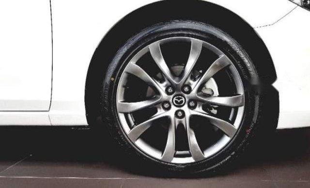 Bán Mazda 6 2.0 Prenium 2019, màu trắng1