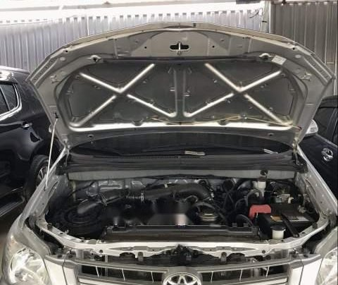 Cần bán lại xe Toyota Innova năm 2015, màu bạc số sàn4