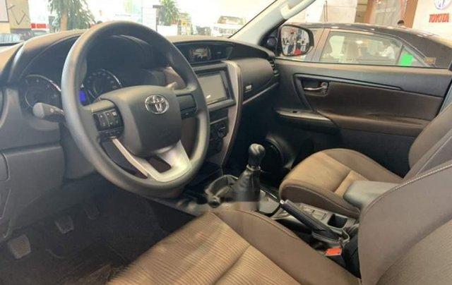 Cần bán xe Toyota Fortuner sản xuất năm 2019, màu xám3