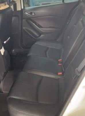 Bán Mazda 3 1.5L đời 2018, màu trắng, xe nữ sử dụng2